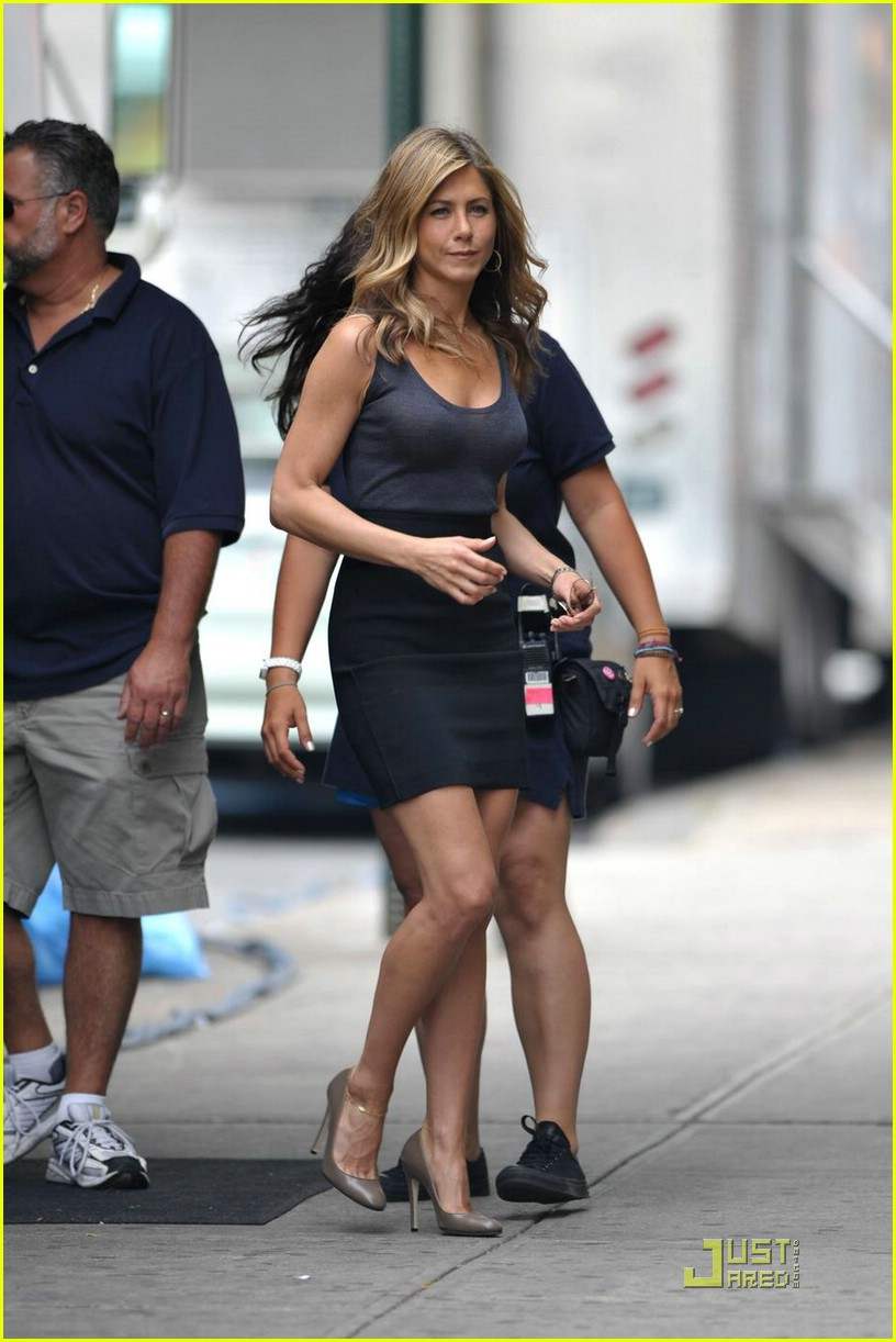 Jennifer Aniston Is The Running Wo Man Photo 2058951