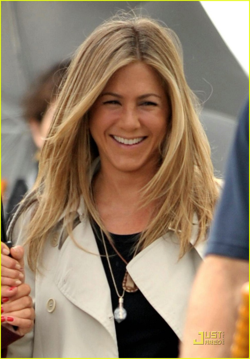 jennifer aniston smiles silly 03