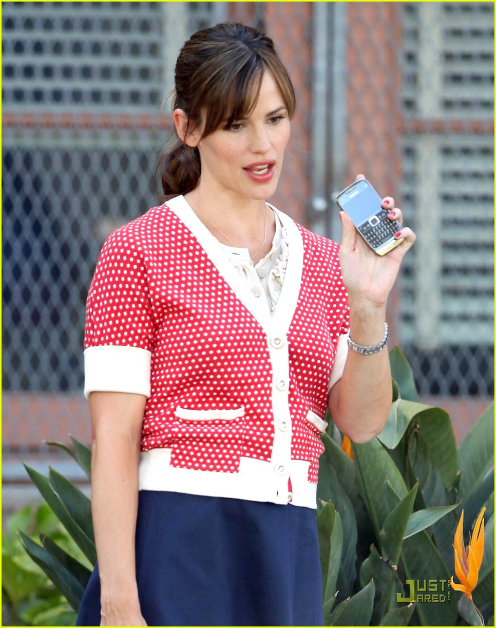 jennifer garner polka dot sweater 10
