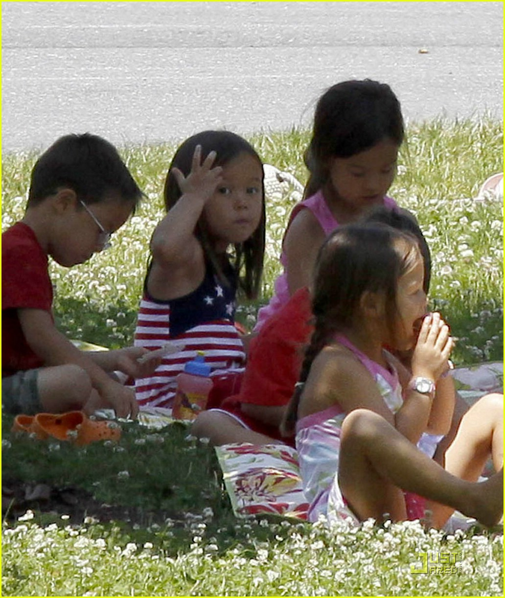 kate gosselin picnic 03