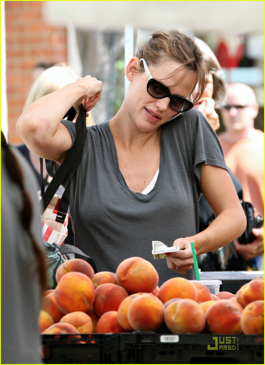 jennifer garner grapes 162077632