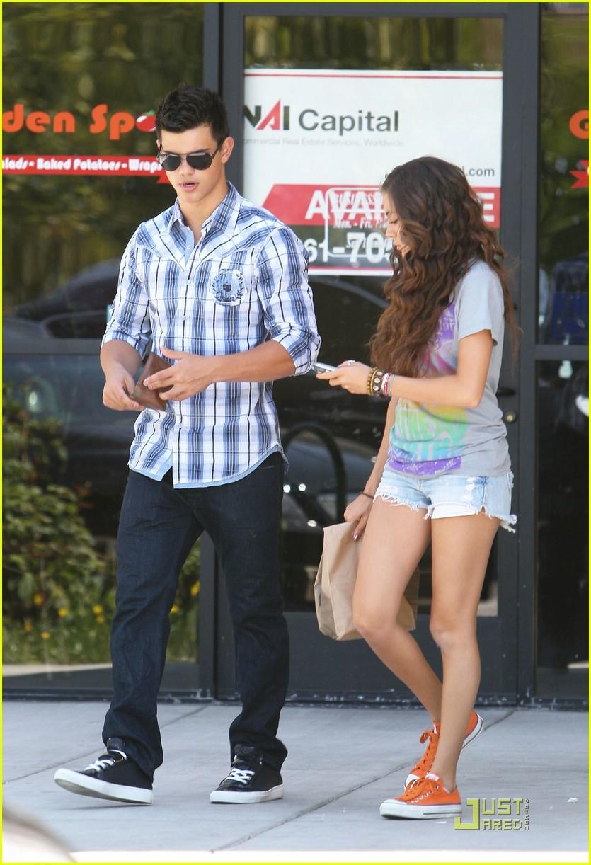 Taylor lautner and sara hicks dating