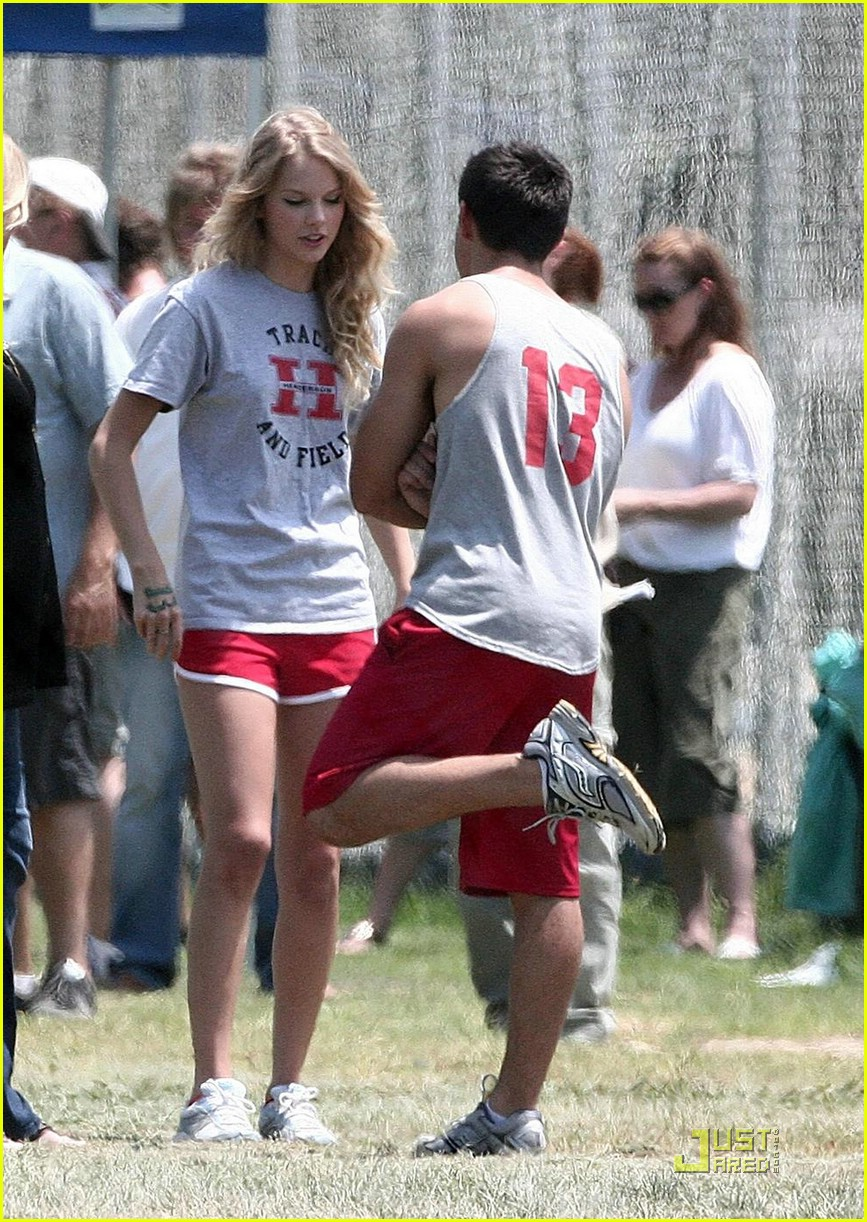 taylor lautner taylor swift valentines day 132089932