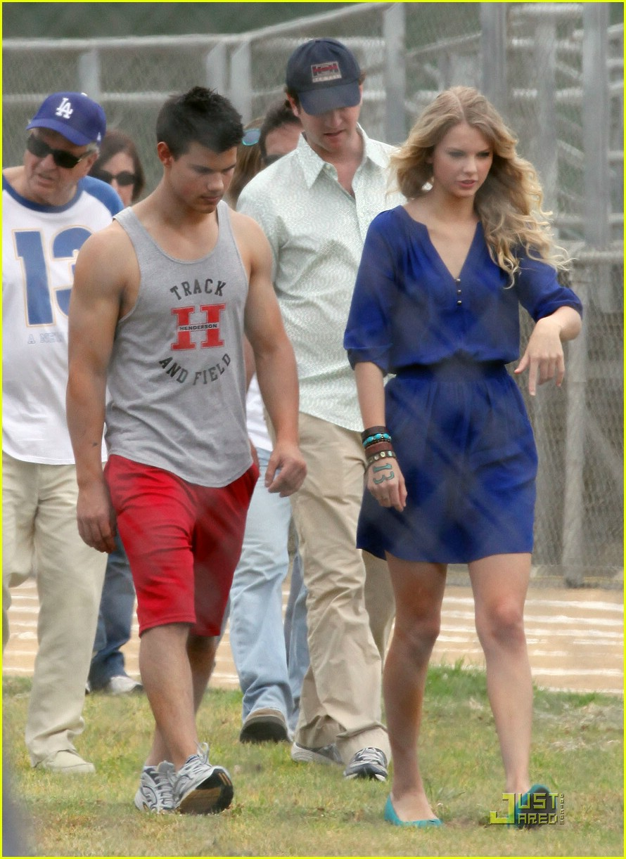 taylor lautner taylor swift valentines day 212090012
