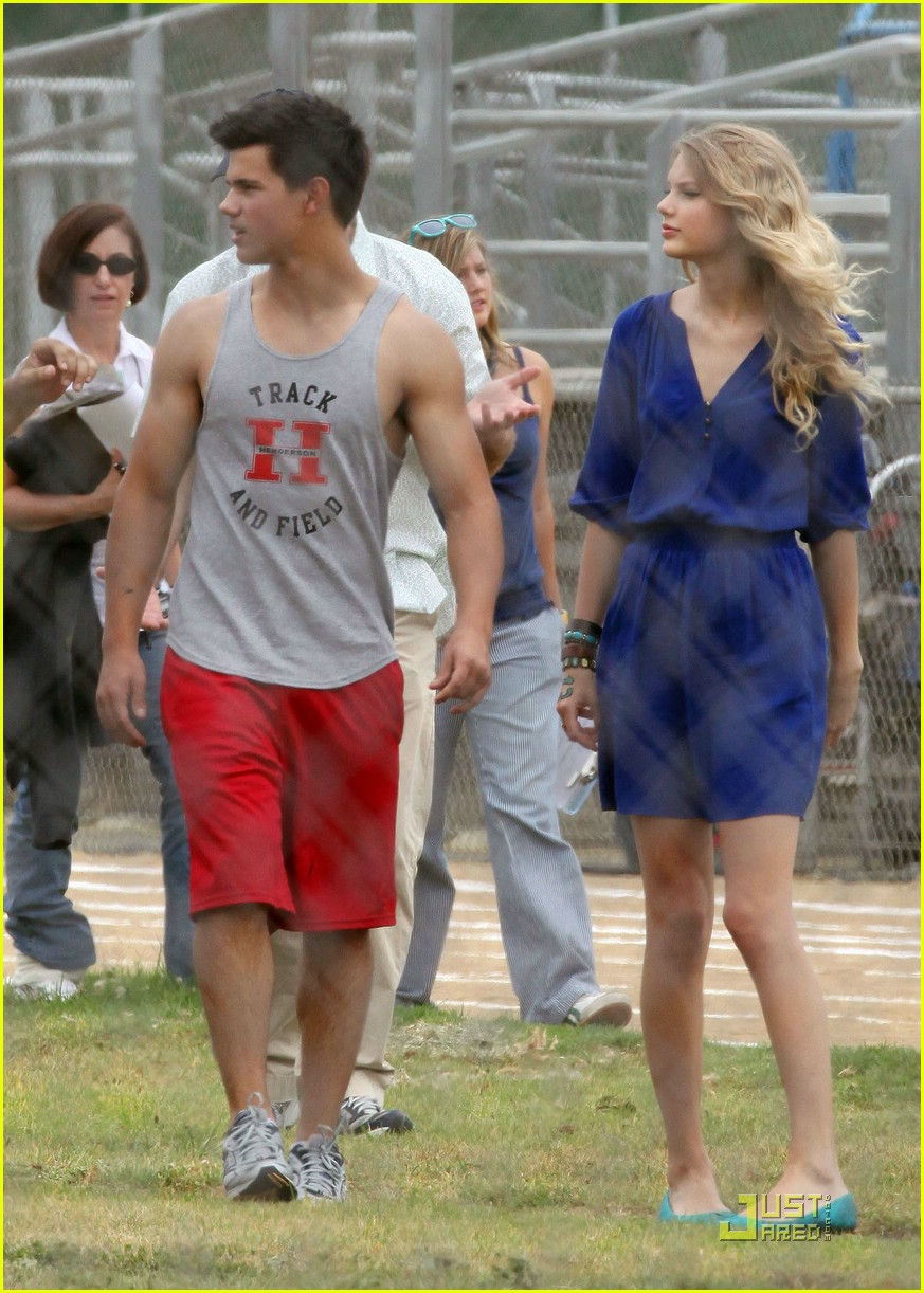taylor lautner taylor swift valentines day 242090042
