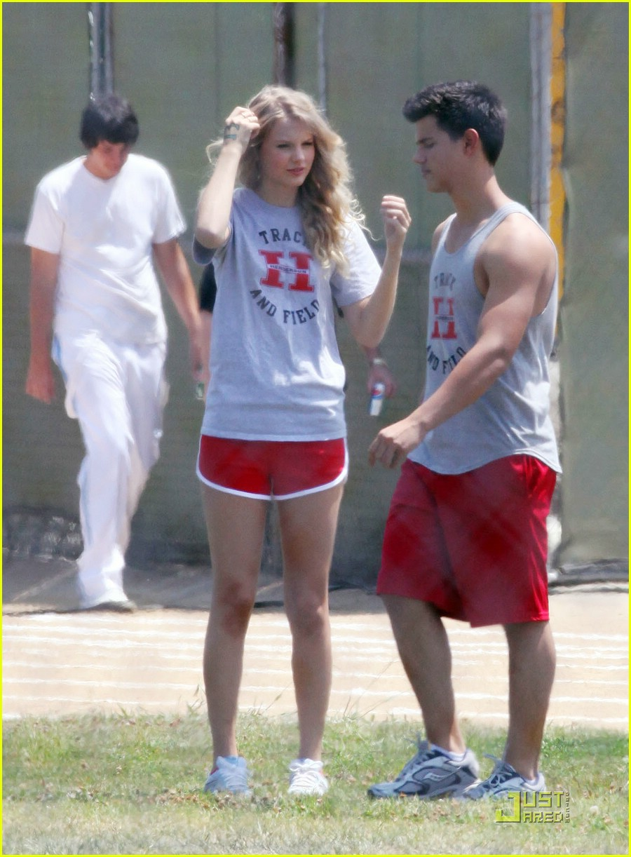 taylor lautner taylor swift valentines day 312090112