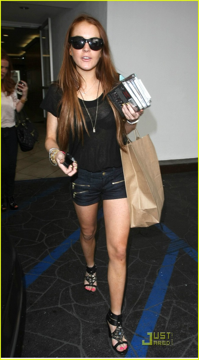 lindsay lohan tweets legal trouble 022040081