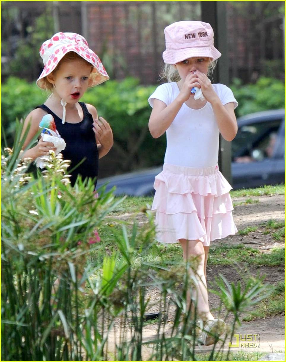 gwyneth paltrow kids snow cones 032031021