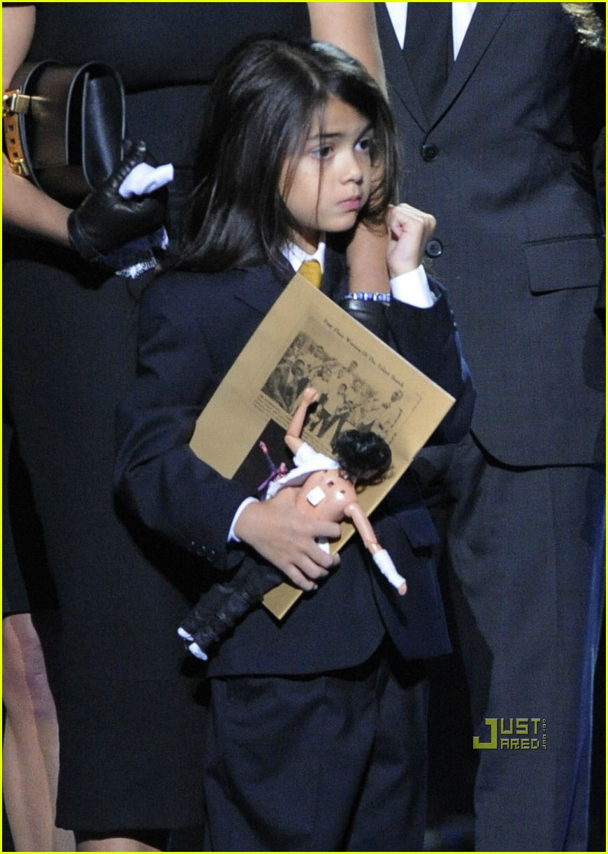 commemorative speech on michael jackson essay At just 5 years old, michael began his music career as the lead singer of the jackson 5, a band that consisted of michael and his four brothers after playing at local bars and clubs in gary, indiana, the jackson 5 got an audition with famous motown records.