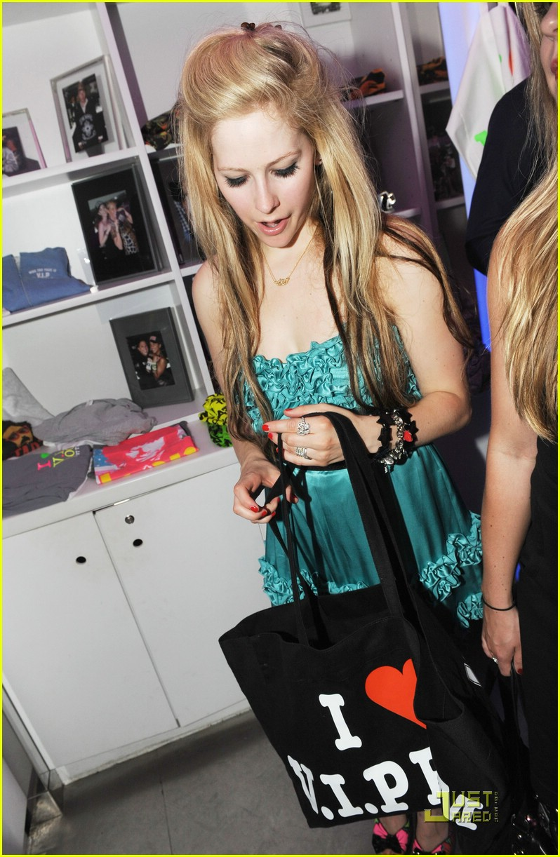 picture 10. Avril Lavigne
