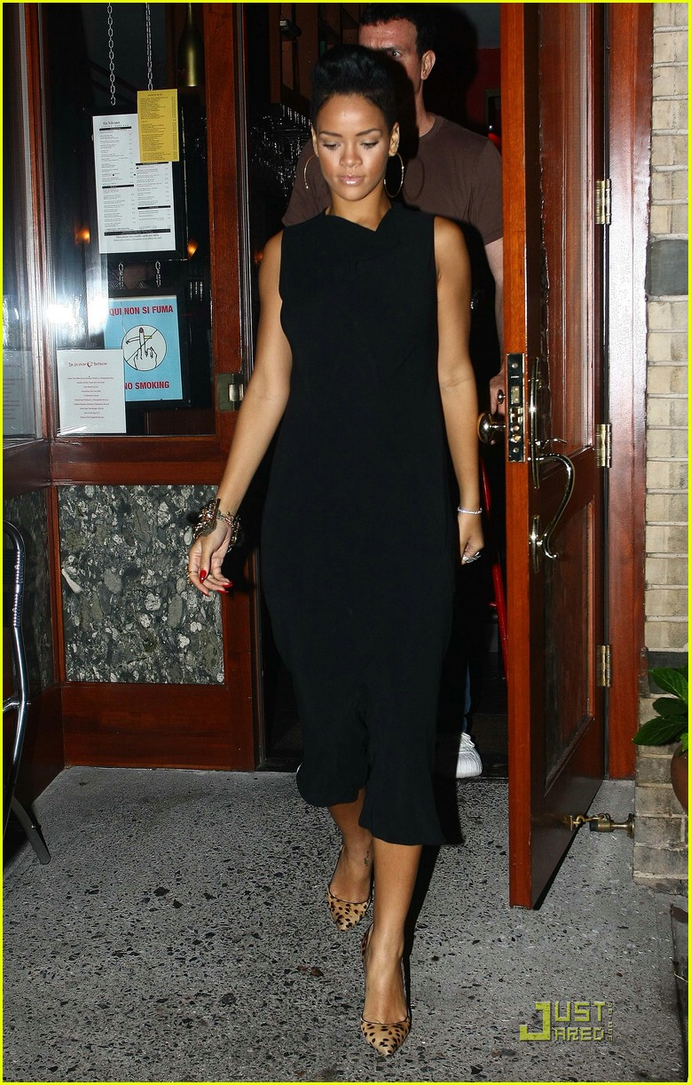 Rihanna Is A Backless Dress Babe Photo 2088692 Rihanna