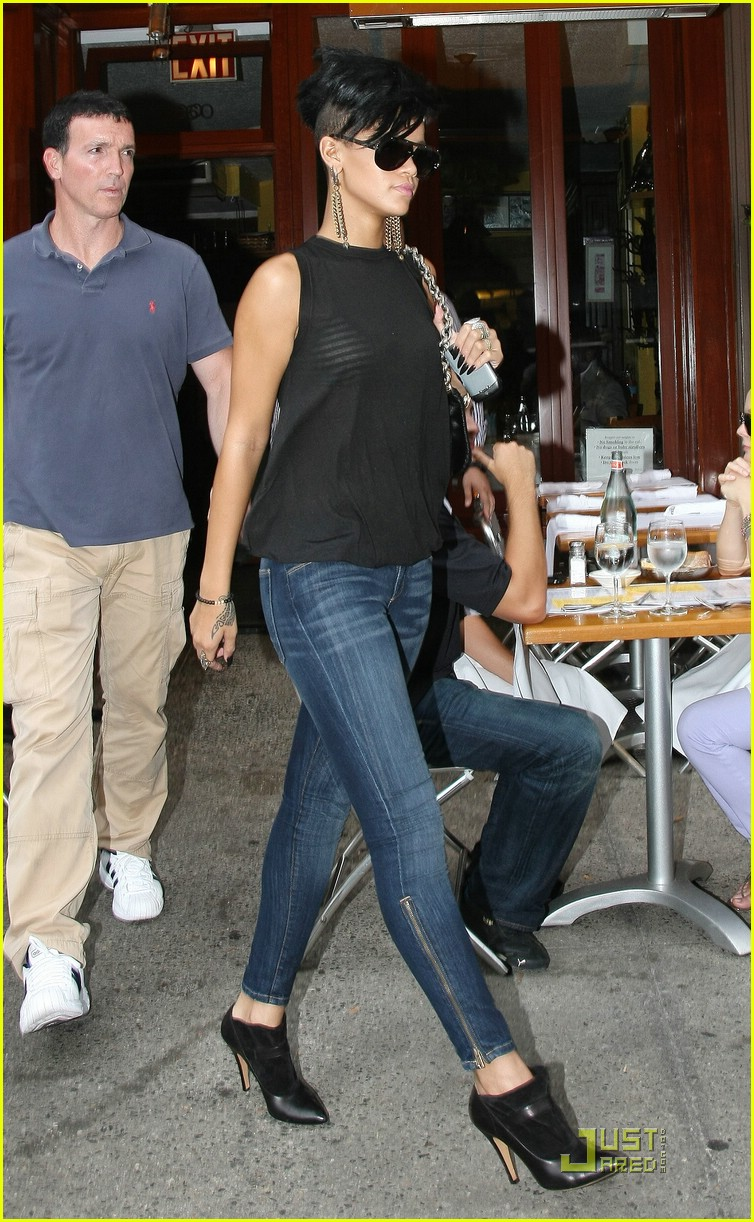 rihanna west village 042055961