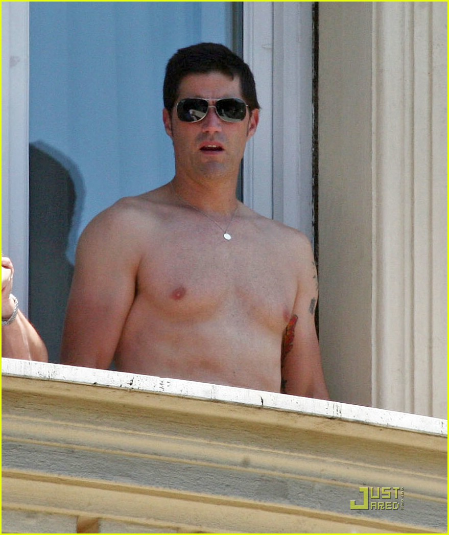 matthew fox shirtless 01