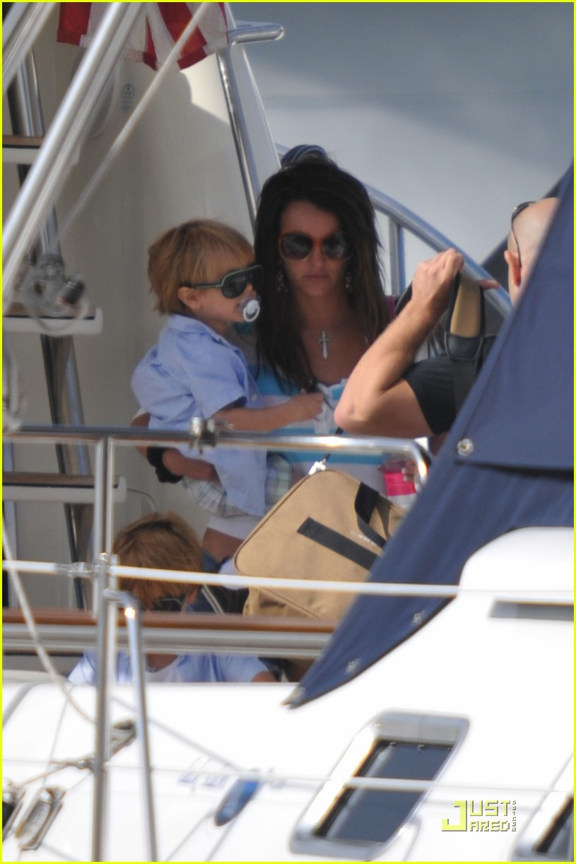 britney spears boys boat 03