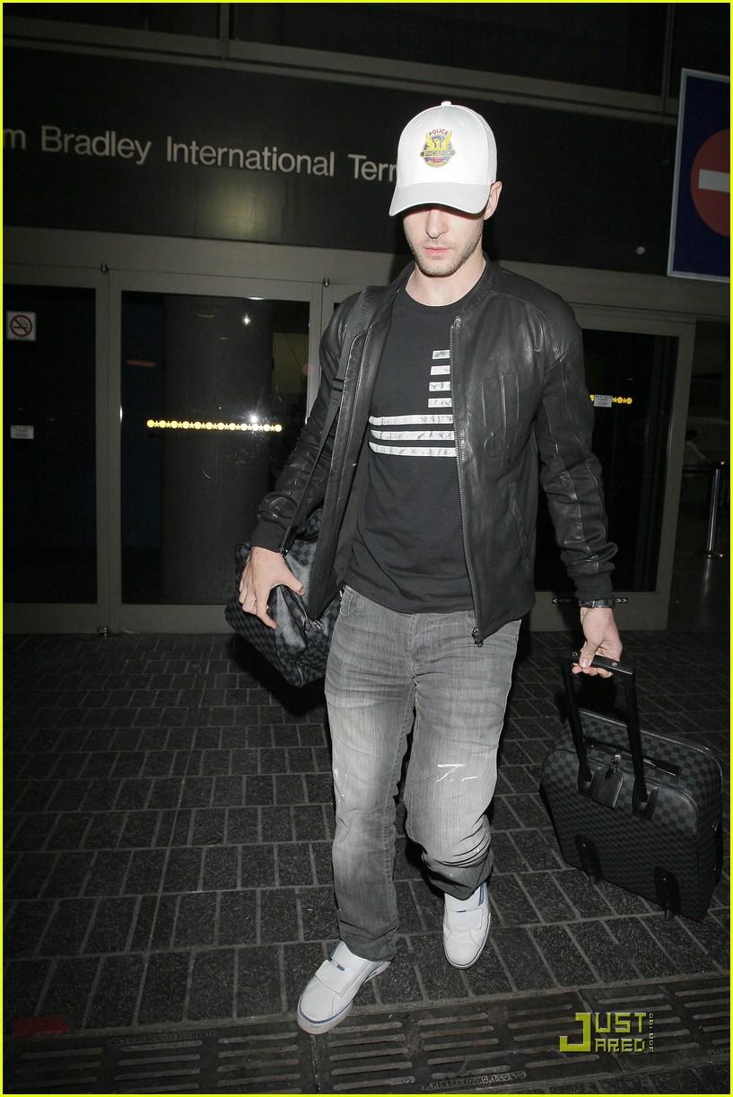 04777fb9b8a0 Justin Timberlake Loves Louis Vuitton Luggage  Photo 2028761 ...