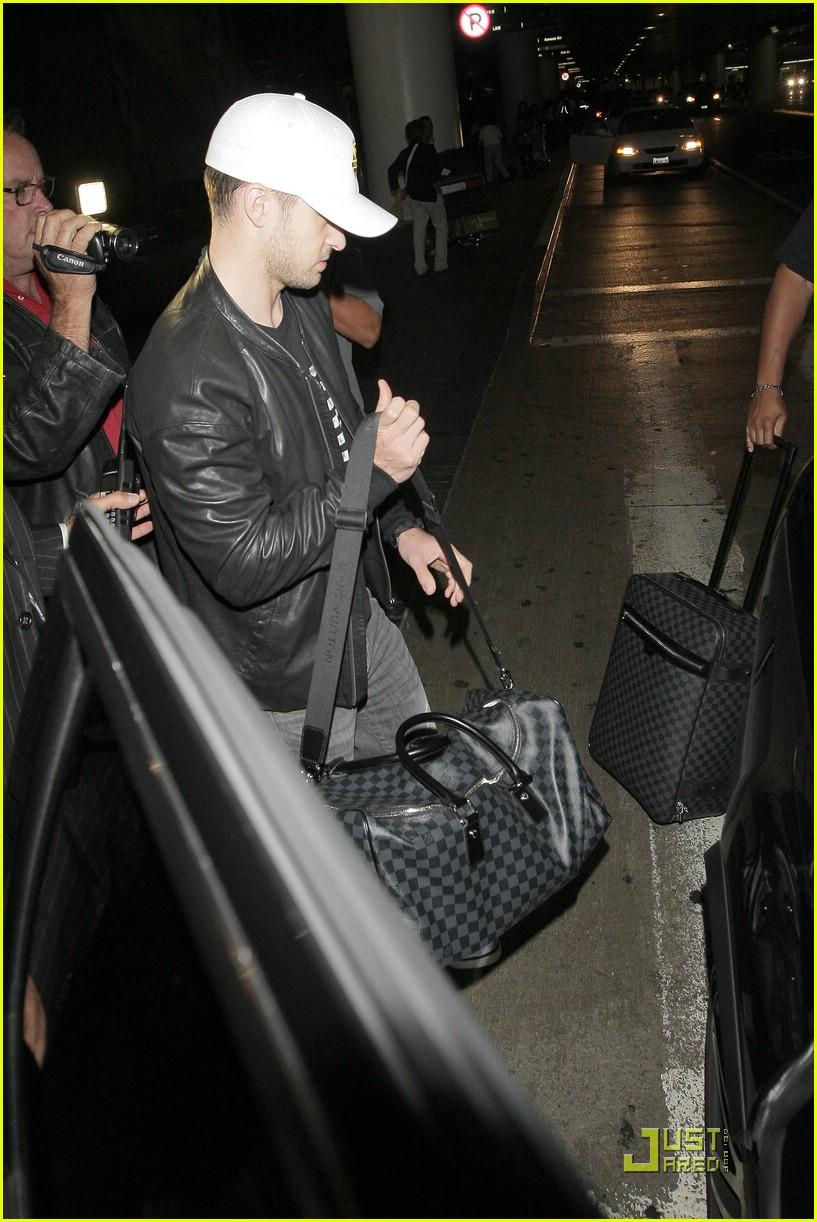 fa51e65258de Justin Timberlake Loves Louis Vuitton Luggage  Photo 2028941 ...