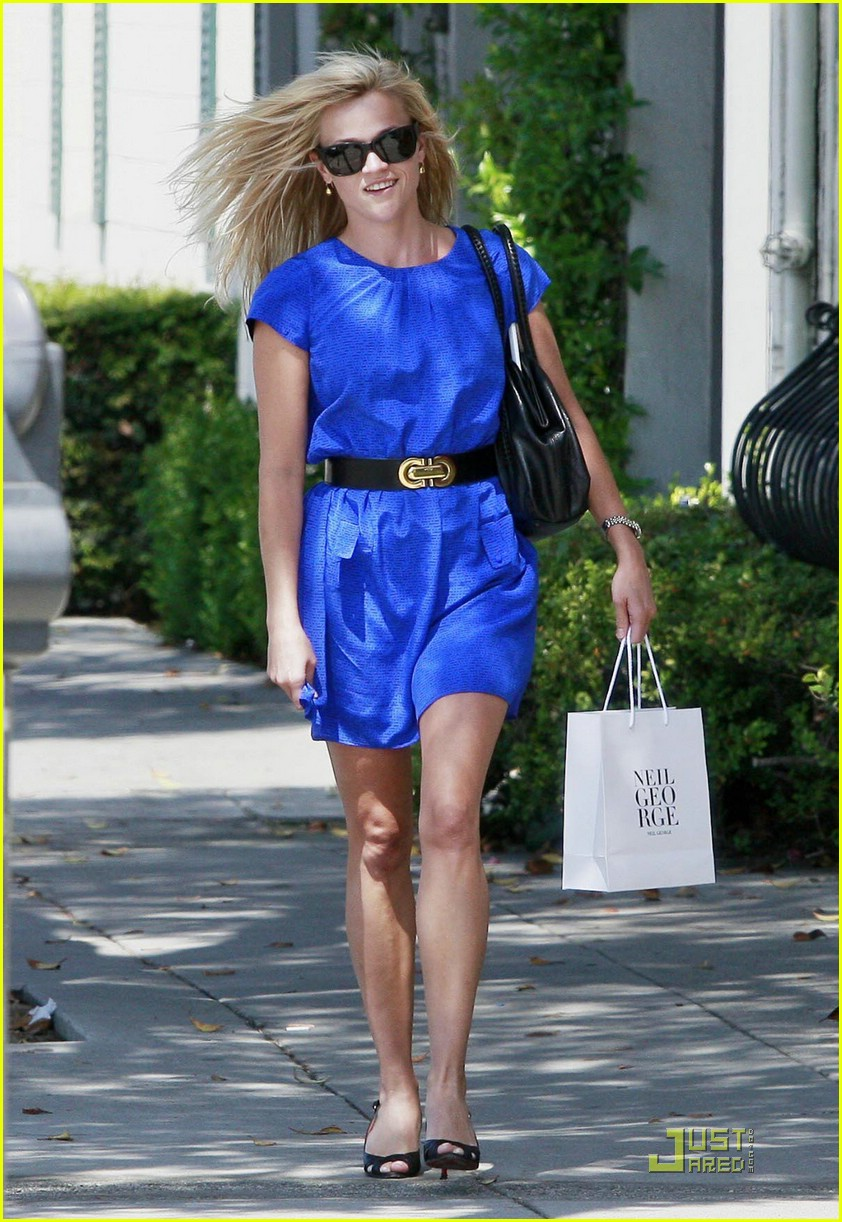 reese witherspoon rolls blues away 022039071