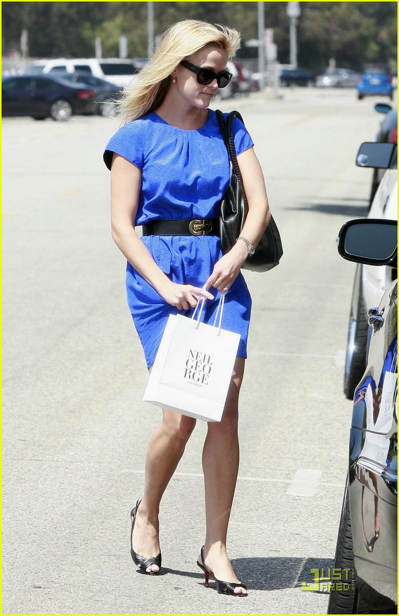 reese witherspoon rolls blues away 052039101