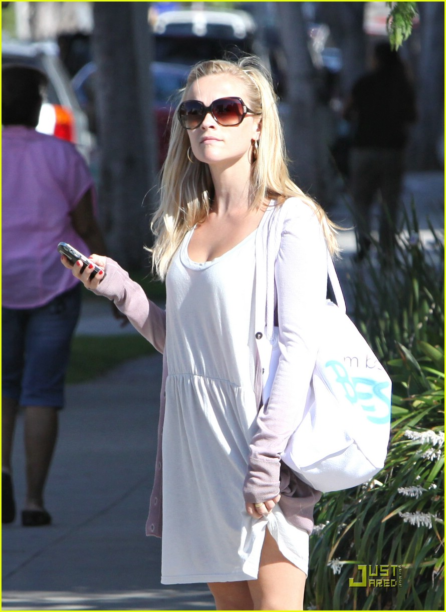 reese witherspoon seeks integrative medicine 022057381