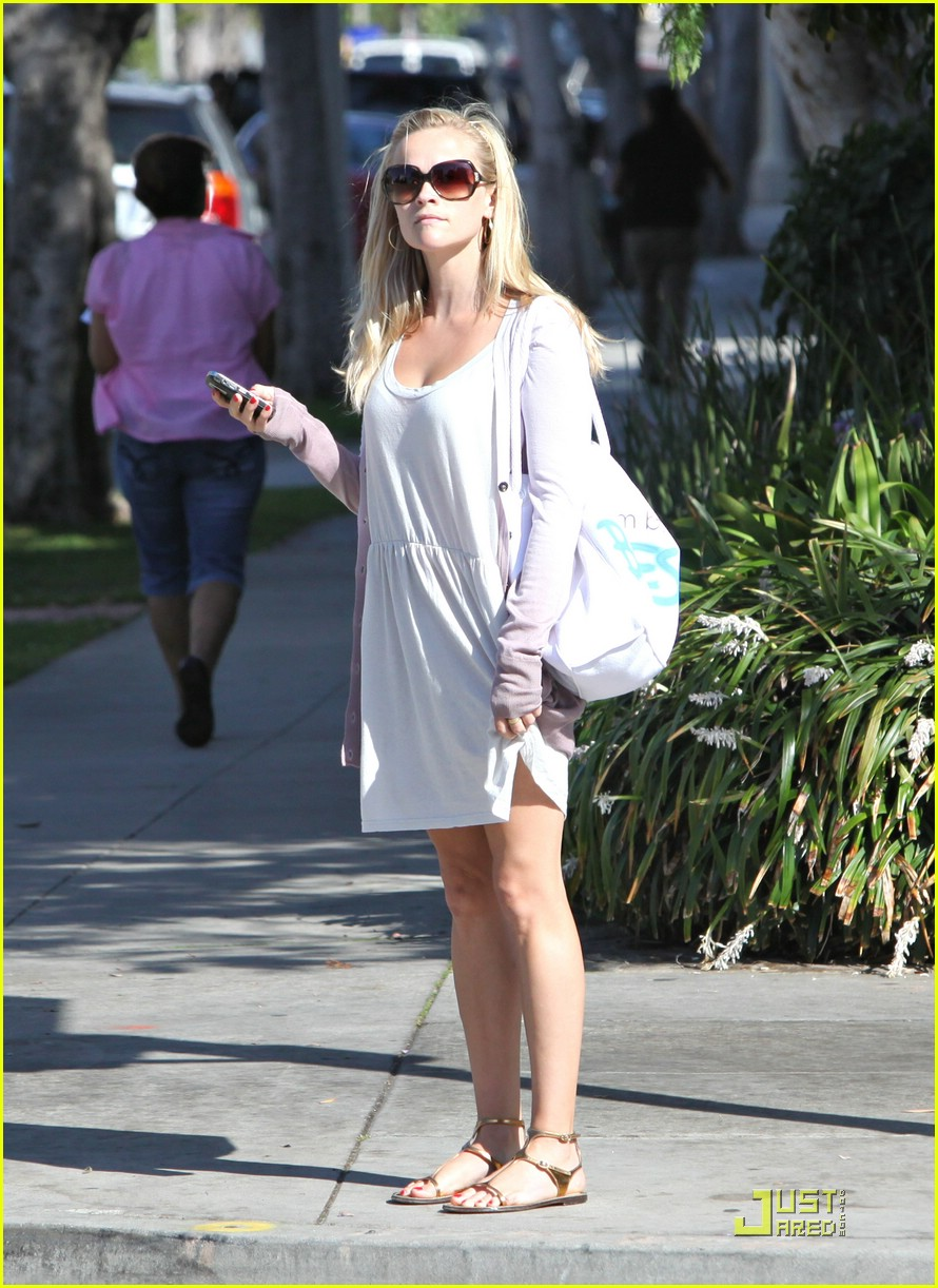 reese witherspoon seeks integrative medicine 042057401