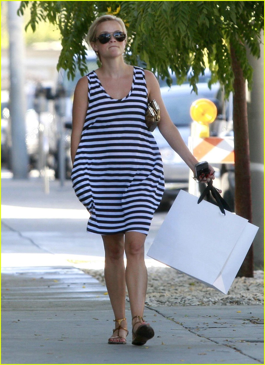 reese witherspoon swift shopper 092052591
