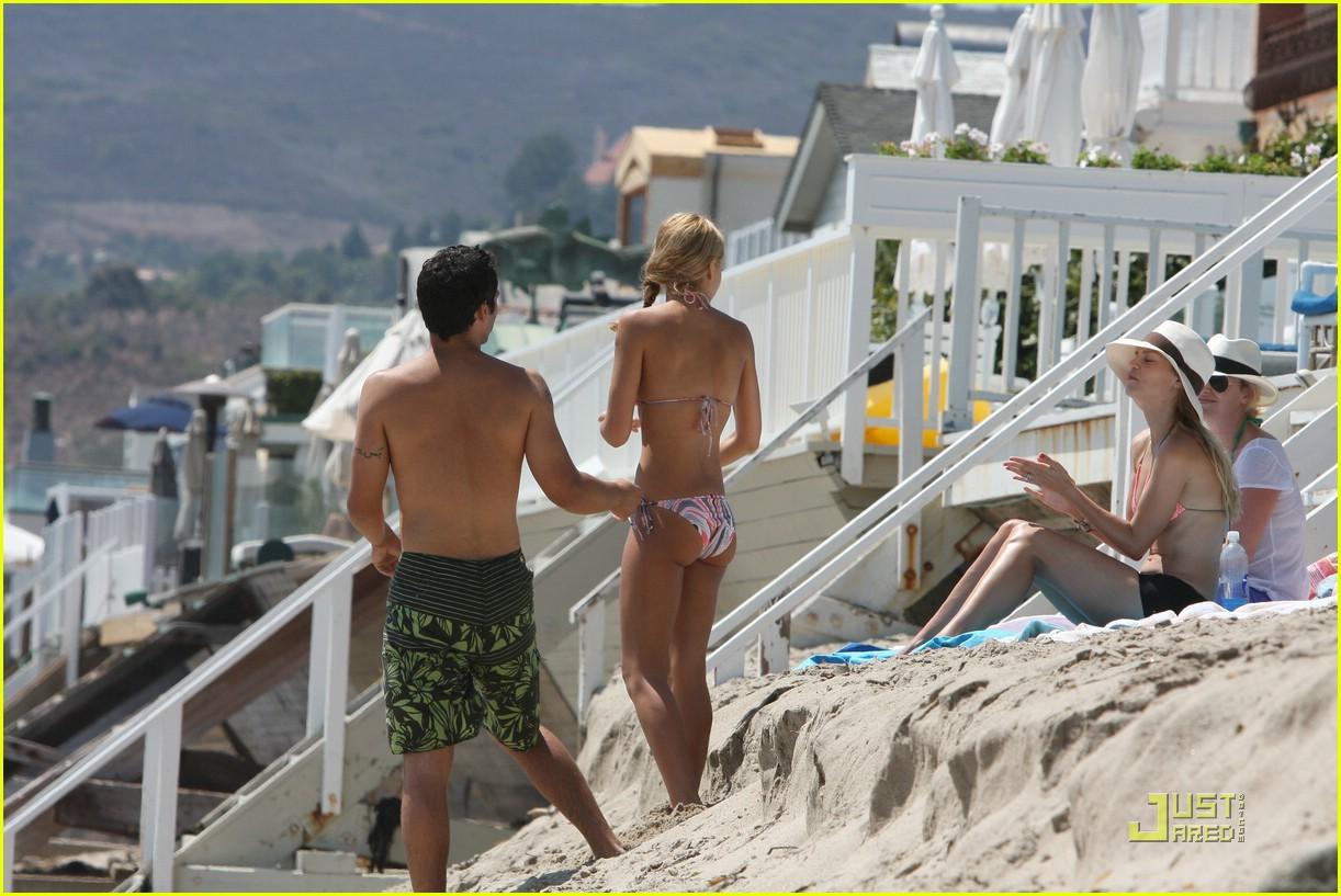jessica alba malibu beach bikini babe photo 2095191 bikini cash warren celebrity babies. Black Bedroom Furniture Sets. Home Design Ideas