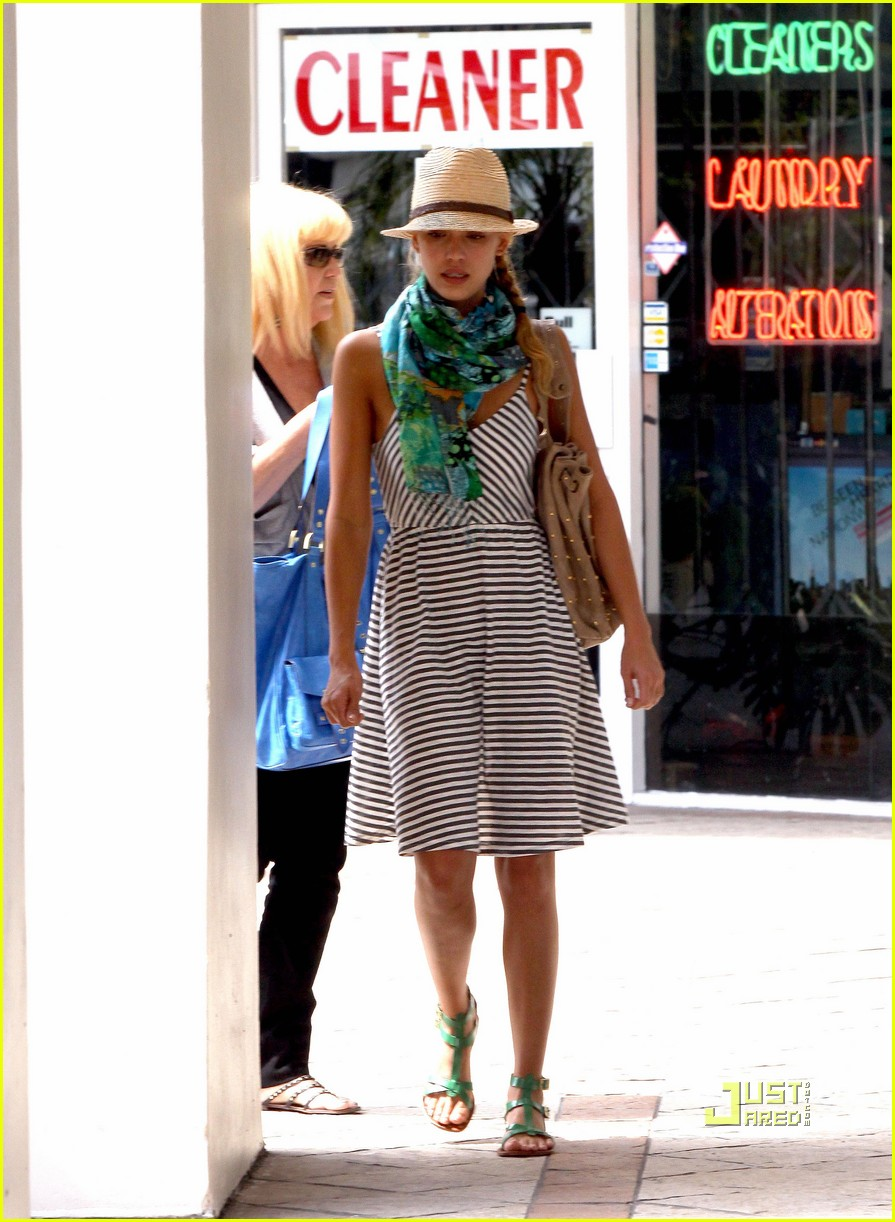 jessica alba jinkys cafe cash warren 122172352