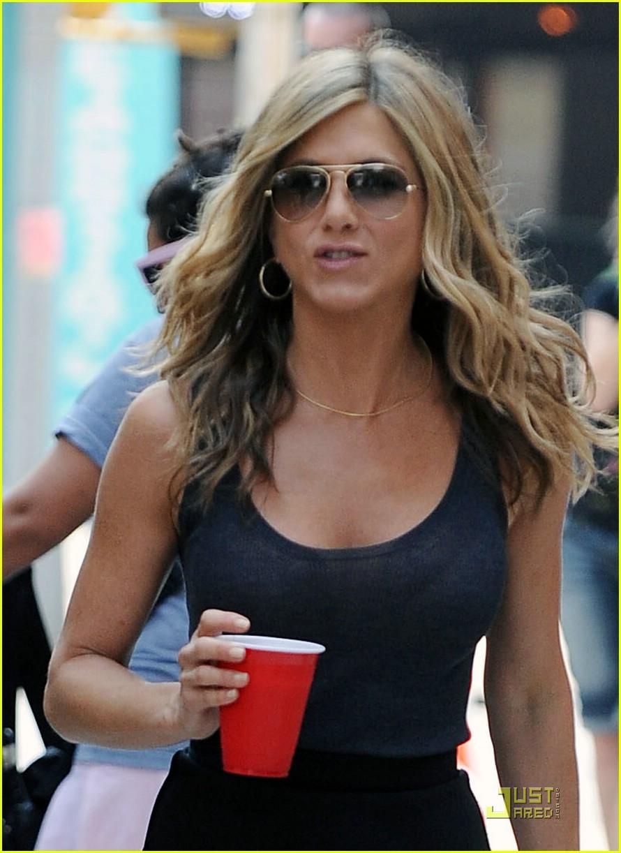 24af5ba271 Jennifer Aniston  Back on The Bounty  Photo 2100162