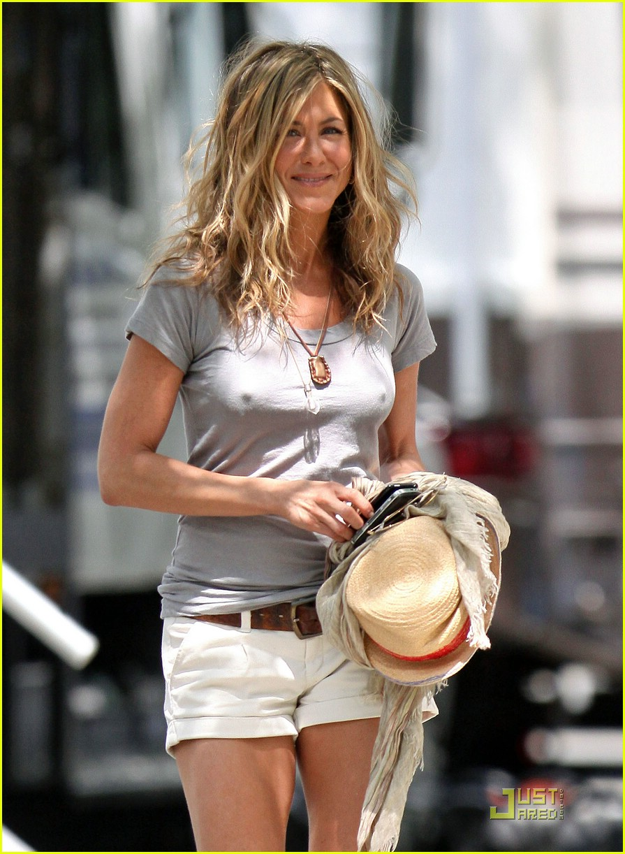 jennifer aniston perky 142094412