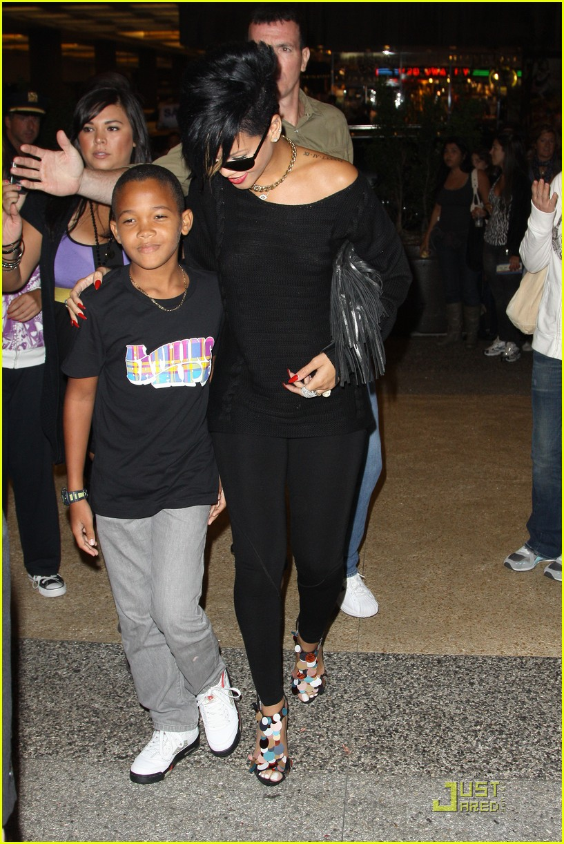 rihanna broadway lion king 062169651