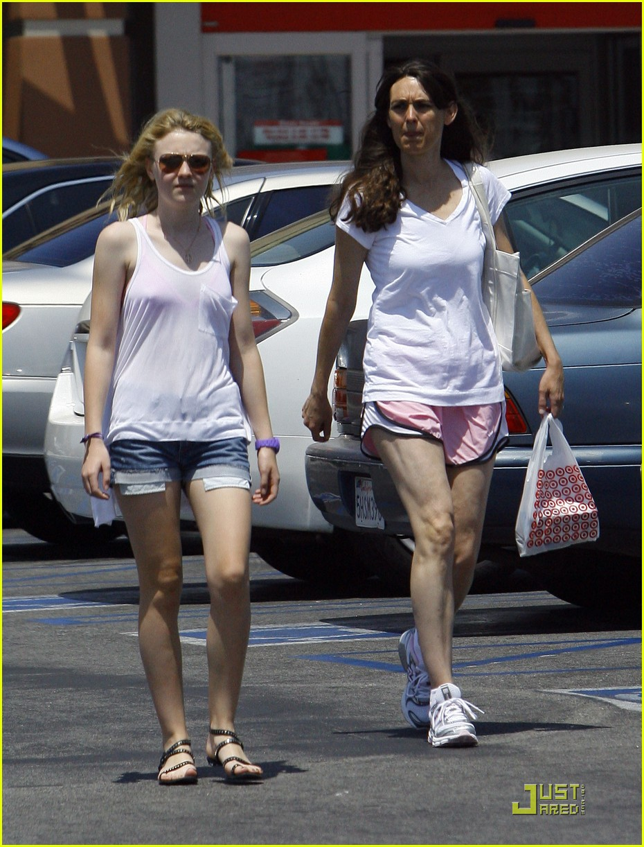 dakota fanning jolly jogger 13