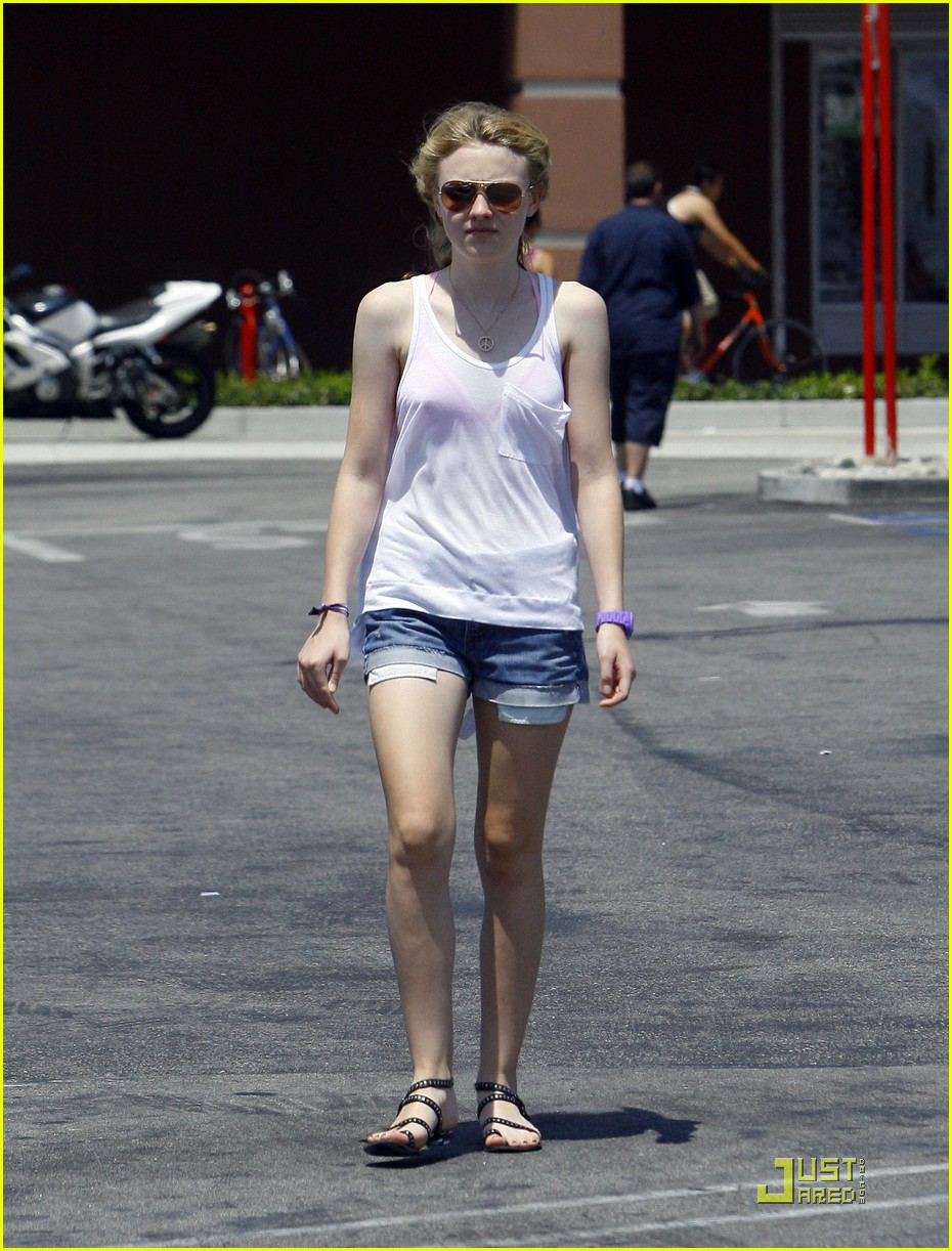 dakota fanning jolly jogger 15