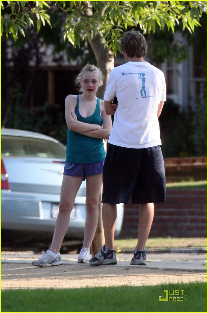 dakota fanning jolly jogger 27
