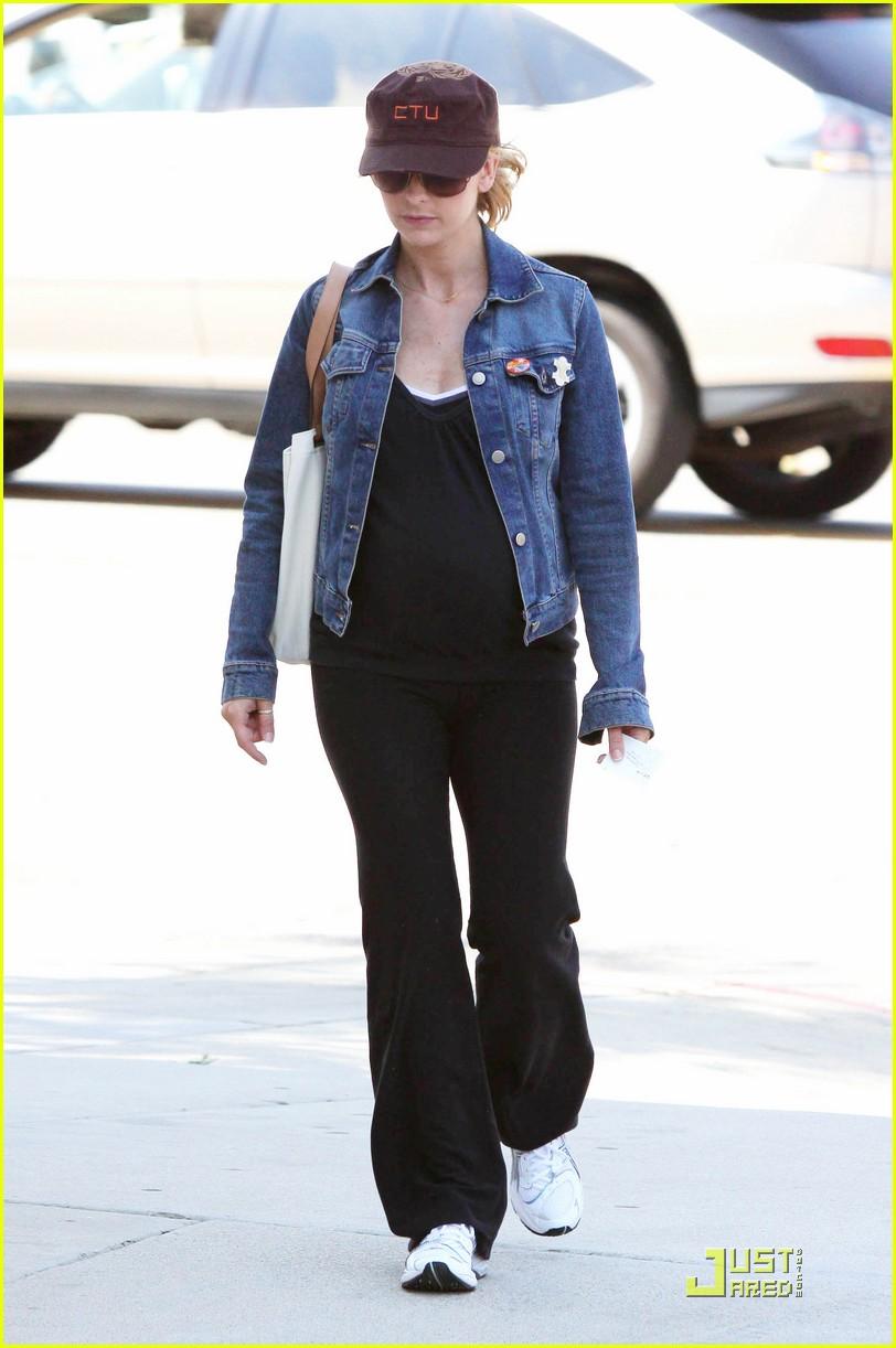 sarah michelle gellar pregnant pilates 042129192