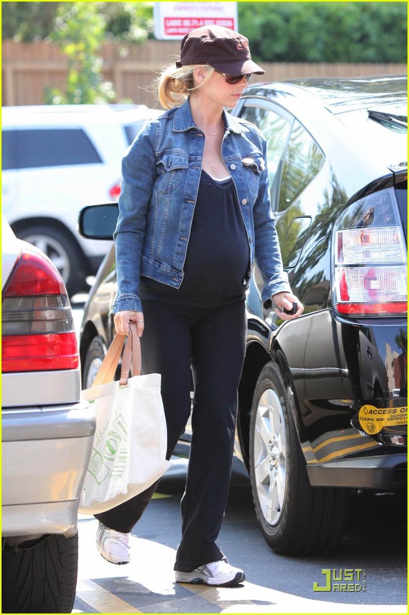 sarah michelle gellar pregnant pilates 102129252