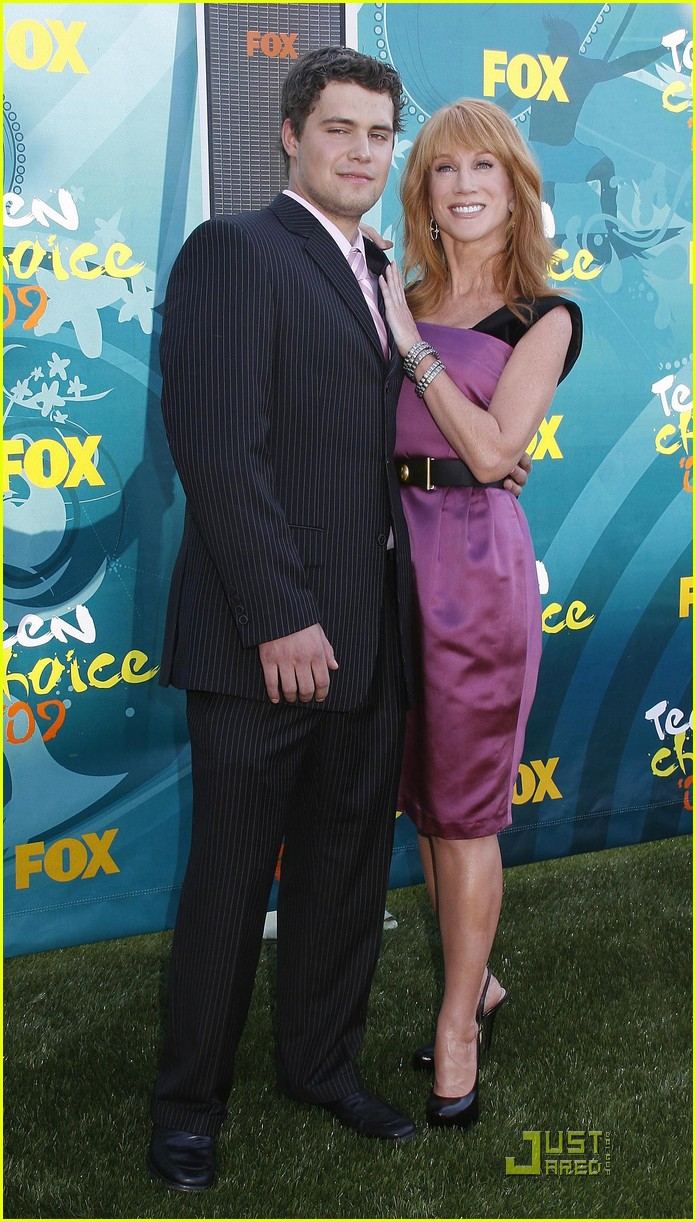 kathy griffin levi johnston hold hands tcas 01