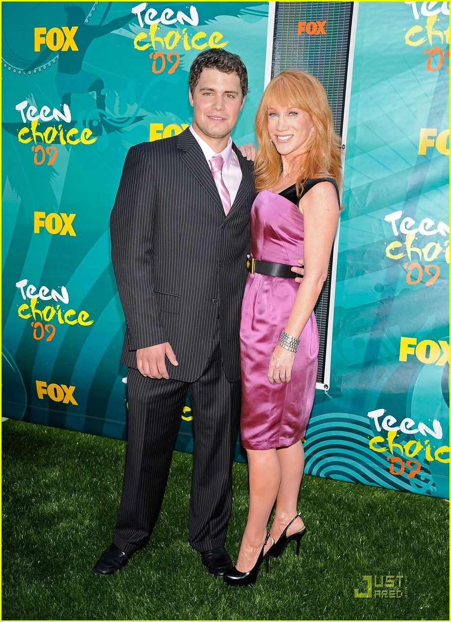 kathy griffin levi johnston hold hands tcas 03