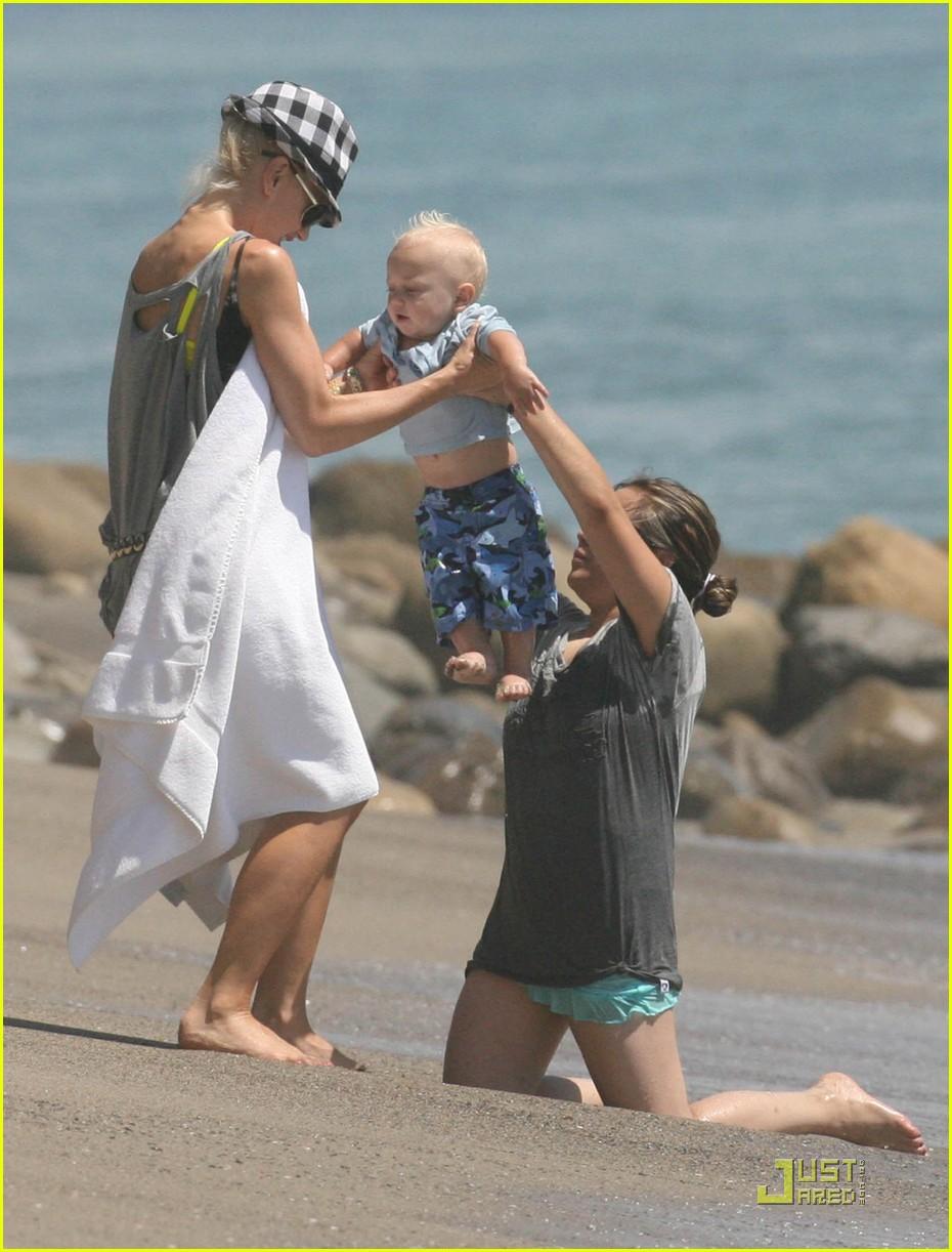 gwen stefani beach babies 09