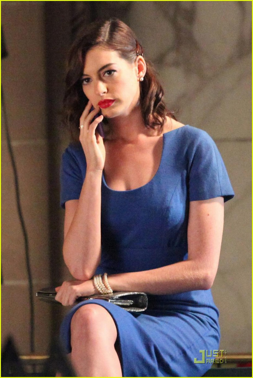 Anne Hathaway Preps For Valentine S Day Photo 2130161 Anne