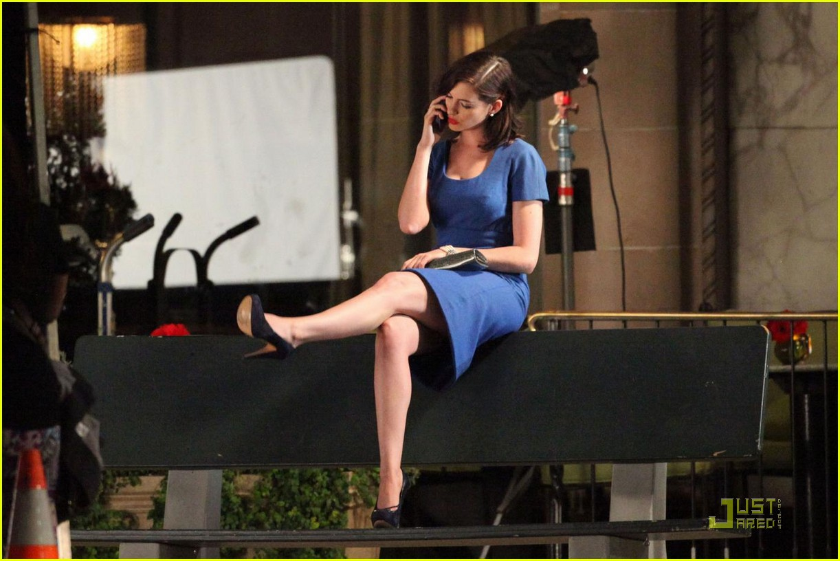 Anne Hathaway Preps For Valentine S Day Photo 2130211 Anne