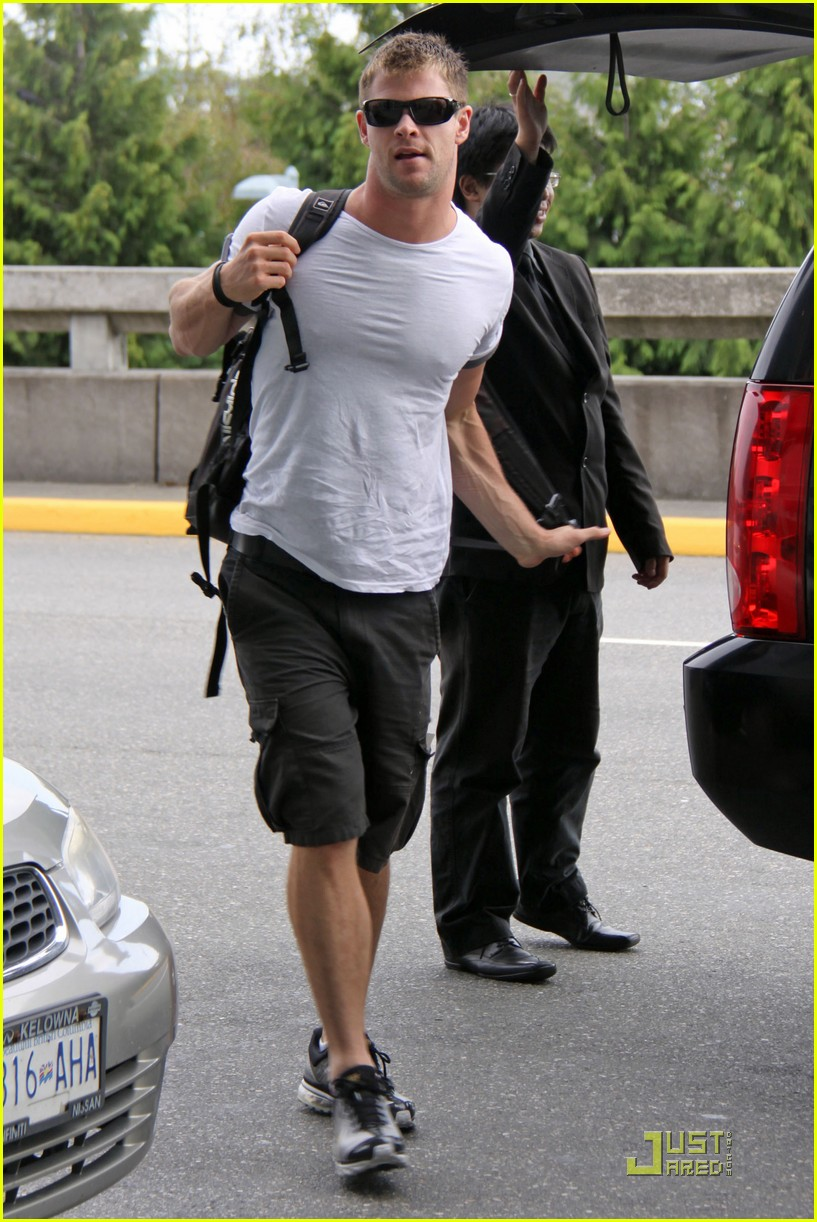 chris hemsworth thunder god thor 022113971