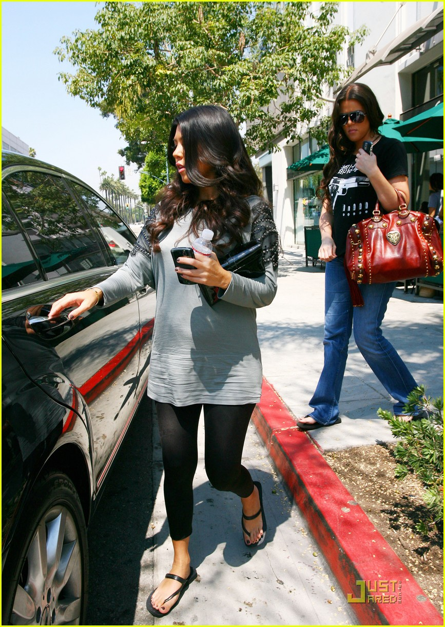 kourtney kardashian bigger baby bump 032166492