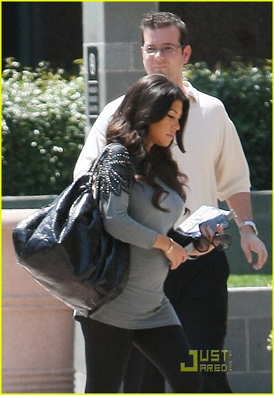 kourtney kardashian bigger baby bump 182166642
