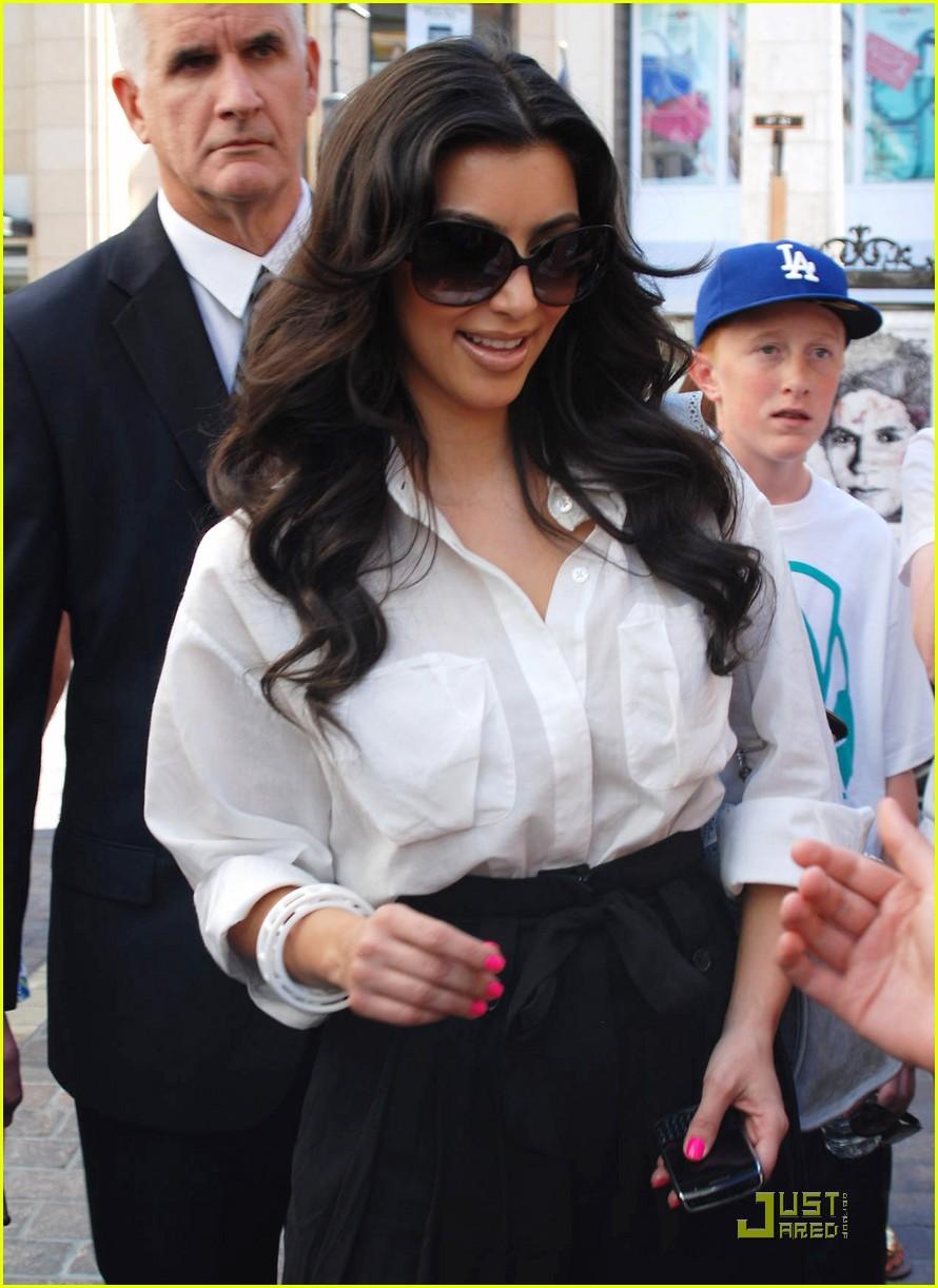 kim kardashian visits victorias secret 172106811