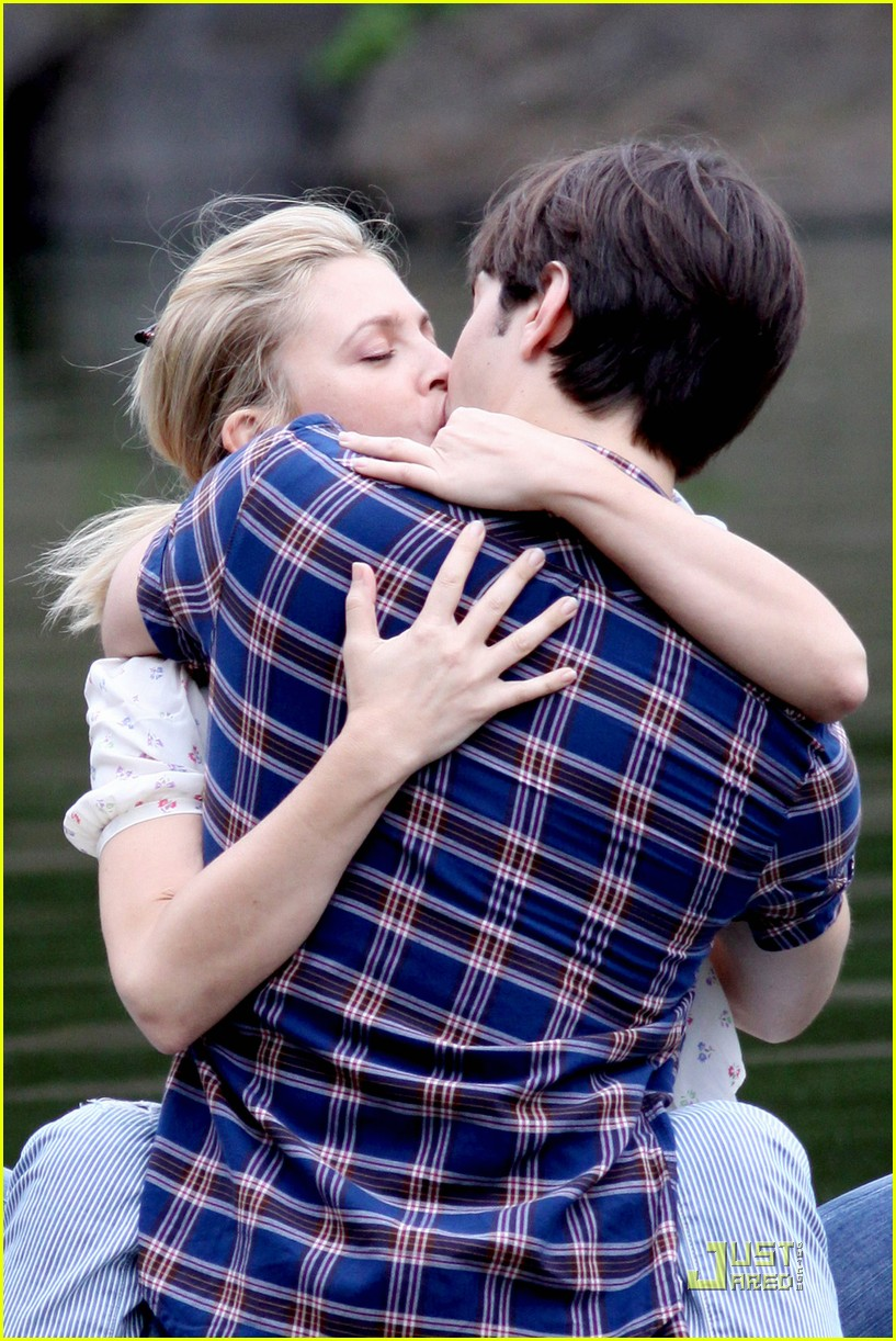 drew barryymore justin long kissing rowboat 042107571