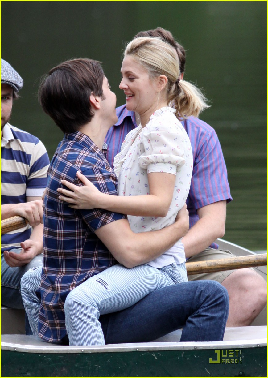 drew barryymore justin long kissing rowboat 072107601
