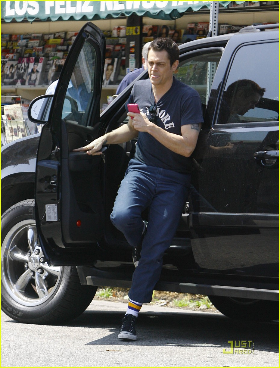 johnny knoxville girlfriend pregnant 012141172