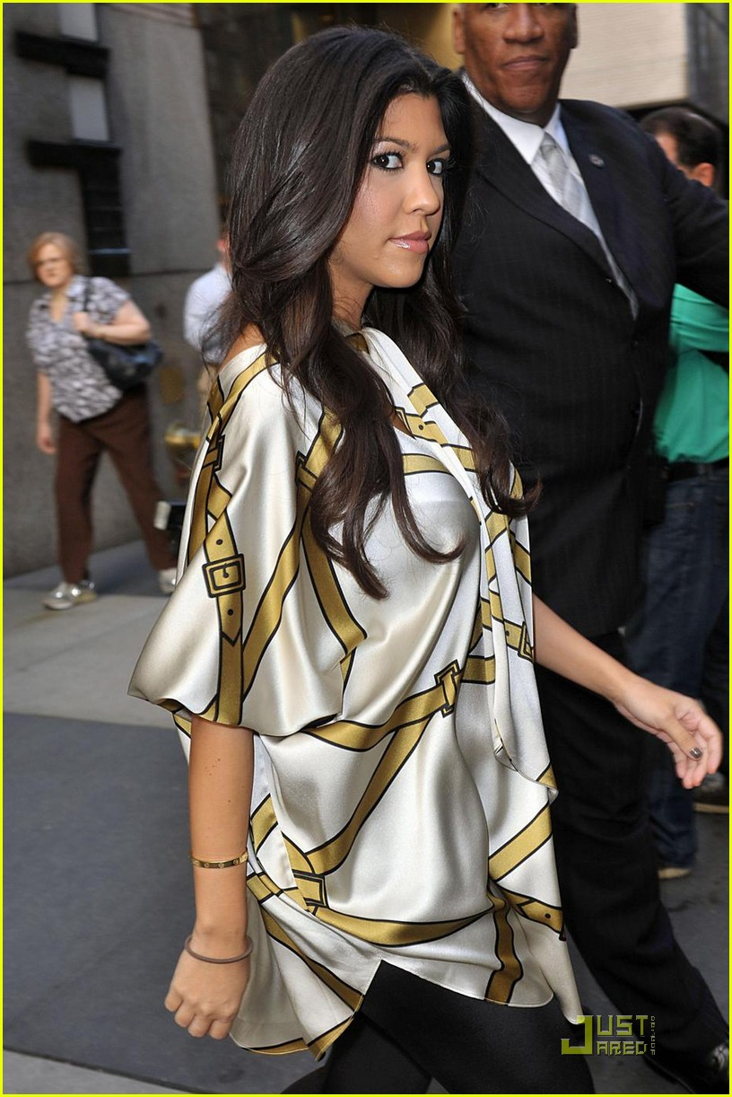 kourtney kardashian expecting christmas 032133521