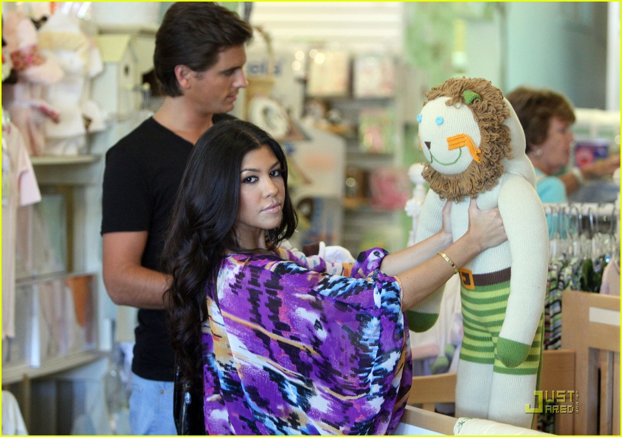 kourtney kardashian scott disick baby shopping 02