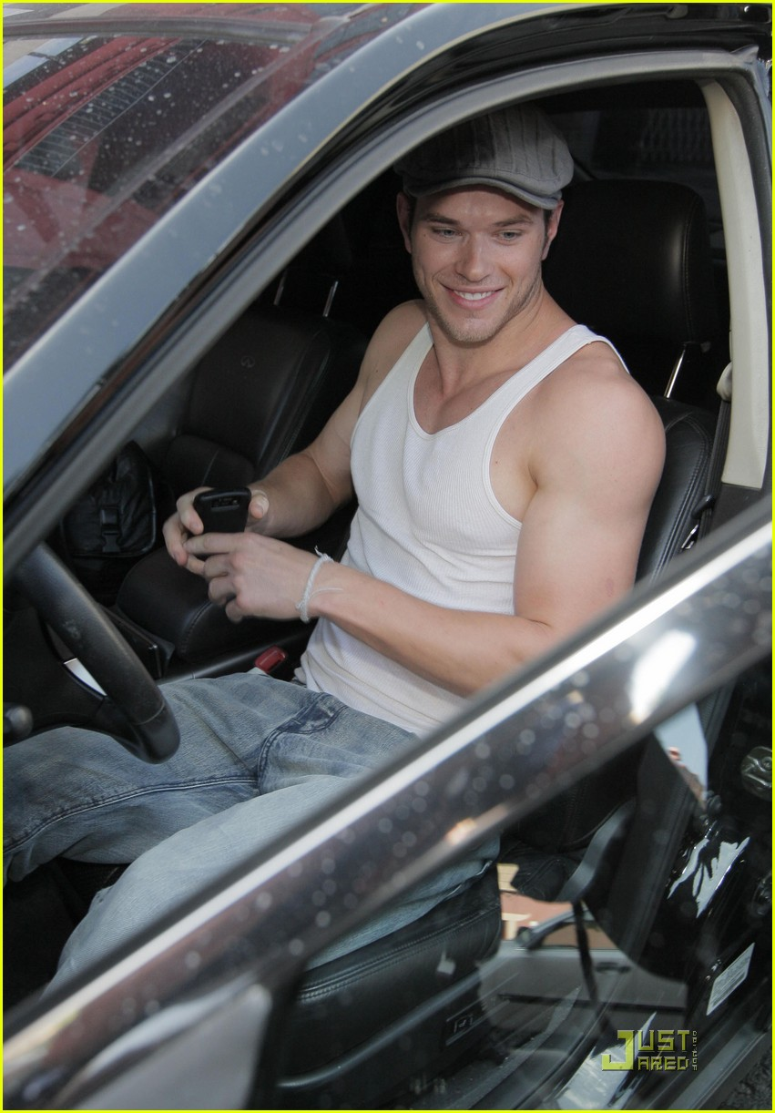 kellan lutz hm model 12